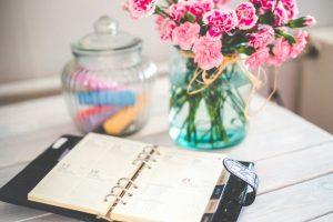flowers-desk-office-calendar